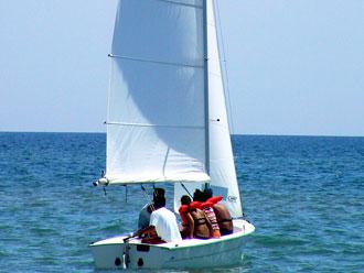 Al Lido Nausicaa del Camping Village Riva dei Greci a Metaponto corsi di vela